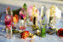 Load image into Gallery viewer, Daisy natural crystal point, Resin crystal, pressed flower terrarium