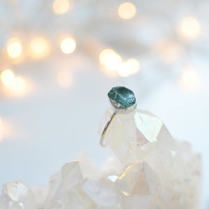 Neon Pacific Blue Apatite silver ring - Raw unpolished gemstone