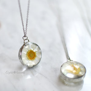 Real daisy flower necklace