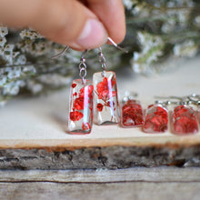 Load image into Gallery viewer, Red flower earrings