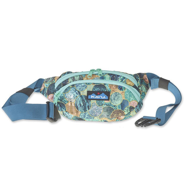 KAVU Spectator fanny pack is ready to go when you are. Shop Bennetts Clothing for a large selection of KAVU bags for your next adventure.