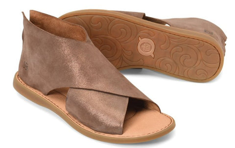 Born Iwa sandal in metallic Bronze sets your style apart from the rest. Shop Bennetts Clothing for a large selection of womens sandals and flip-flops with same day shipping