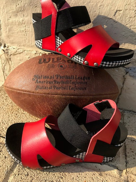 Corkys Fig Gameday Wedges-Red Houndstooth