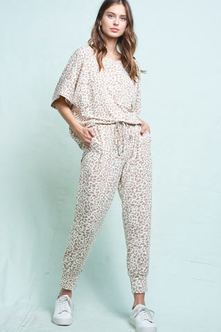 La Miel Leopard Print Lounge Set will make for a comfortable and fashionable day or evening. Shop Bennett's for a large selection of women's clothing shipped same day to your front door.
