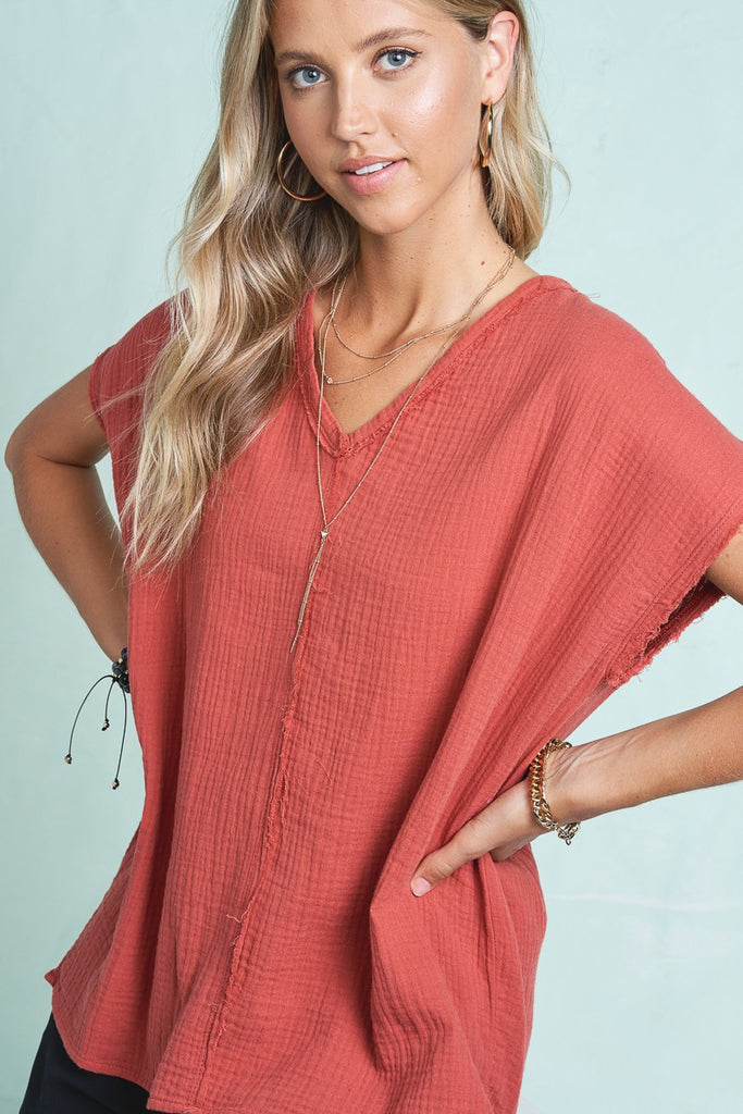 La Miel slouchy v-neck top will make for a comfortable and fashionable Summer. Shop Bennett's for a large selection of women's clothing shipped same day to your front door.
