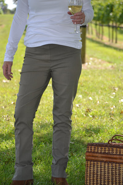 Renuar 1721 Long Length Pull-on Skinny Leg Pants are a customer favorite -Shop Bennetts Clothing for the best price and customer service with the fastest shipping