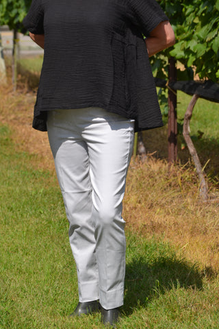 Renuar Cigarette Leg Pants are a customer favorite that look and feel like magic! Shop Bennetts Clothing for the best price and customer service with the fastest shipping
