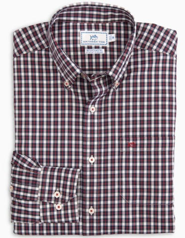 Southern Tide Ship Rig Intercoastal shirt will keep you comfortable no matter where the day takes you. Shop Bennett's for the brands you want at prices you will love
