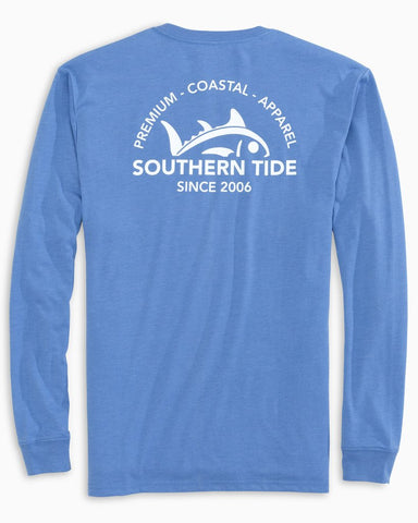 Southern Tide Rising Skipjack long sleeve t-shirt has classic style for us that love the water. Shop Bennetts Clothing for a large selection of name brand menswear