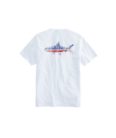 Vineyard Vines American Bonefish T-shirt looks stylish on or off the water. Shop Bennetts Clothing for the best in name brand menswear with same day shipping
