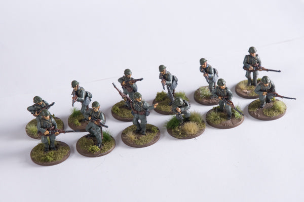 ~May '40 Infantry Squad in Greatcoat with Lewisgun: Moving- Pewter