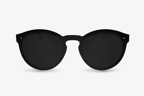Vista frontal de las gafas polarizadas Brooklyn Carbon de U'Rock Sunglasses en color negro