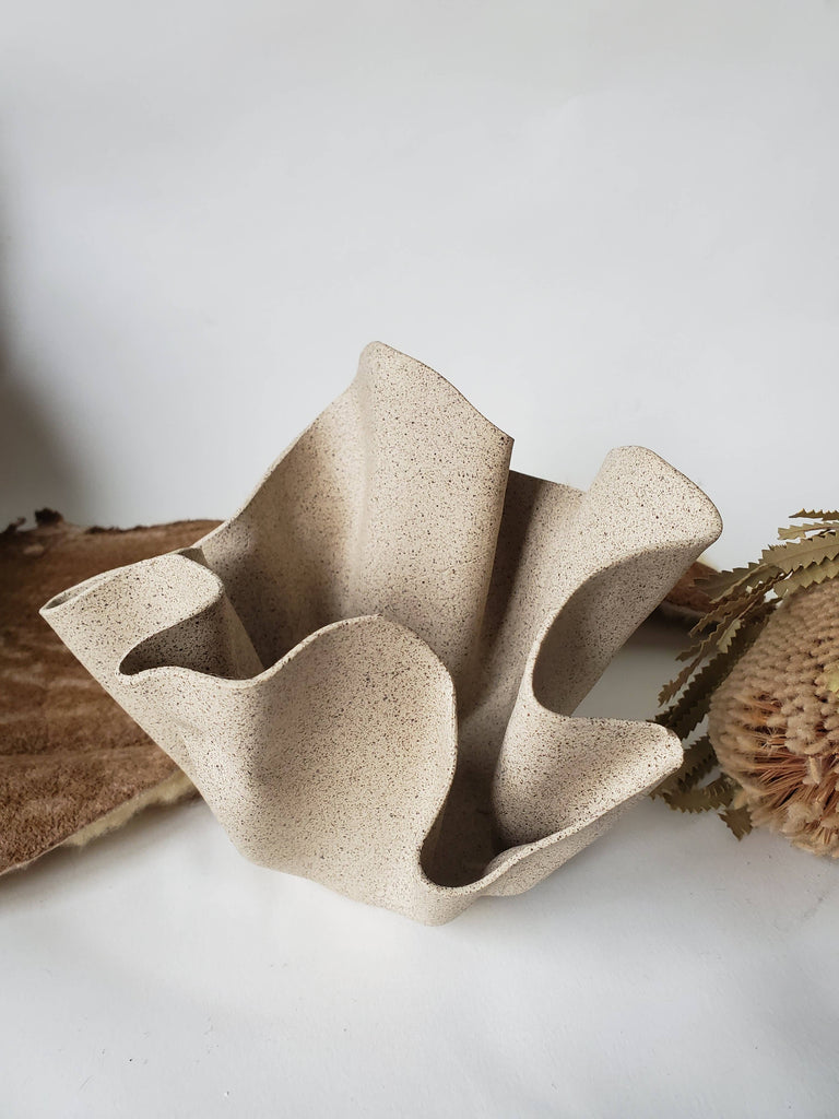 CURIOUS CLAY - Ruffle Bowl