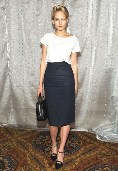 LEELEE SOBIESKI PAIRS HER TSHIRT WITH A PENCIL SKIRT PERFECTLY