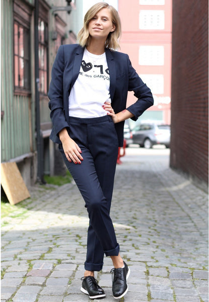 perfectly paired suit and tee for casual chic style thefashioneaters.com