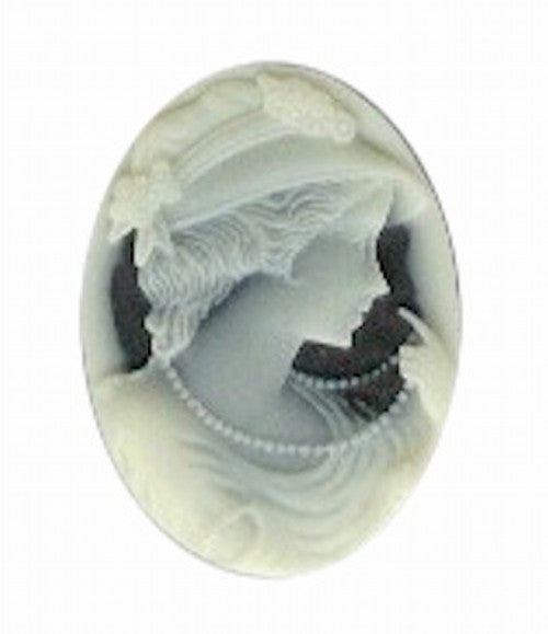 Lady with pearls 25x18mm Black and Ivory Resin Cameo 28A
