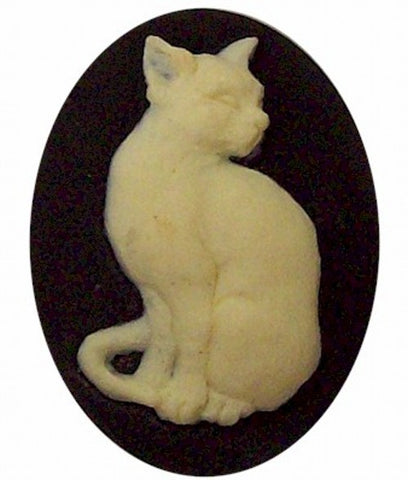 Sitting Cat Resin Cameo Black and Ivory 40x30mm 382x