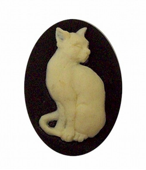 Sitting Cat Cameo Black and Ivory  25x18mm Resin Cameo 388x