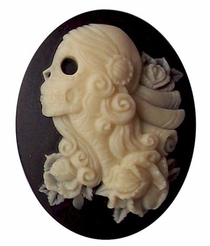 40x30mm Lolita Skull Cameo Black and Ivory Resin Cameo 740x