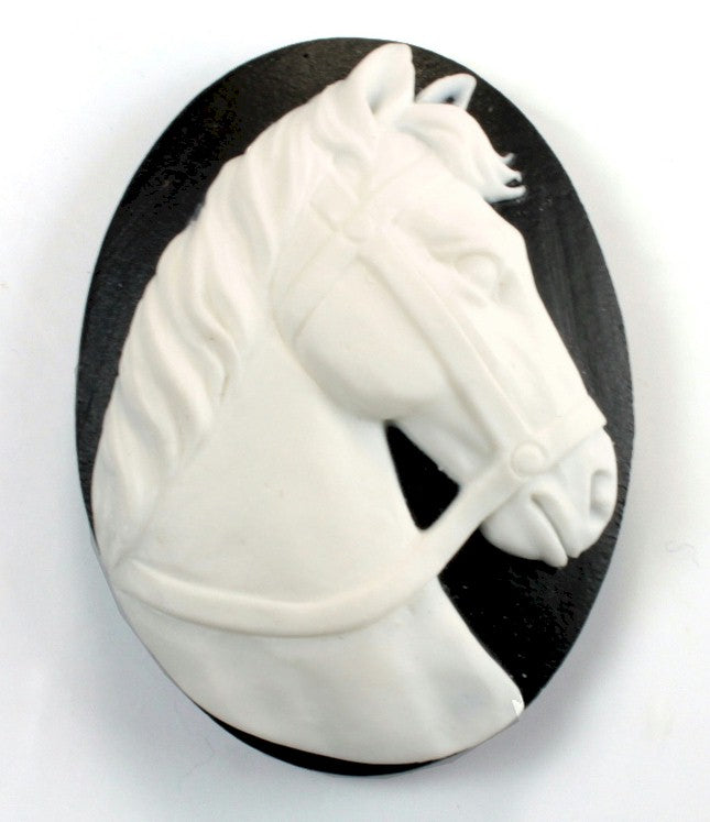40x30mm black and white horse equestrian resin cameo 930q