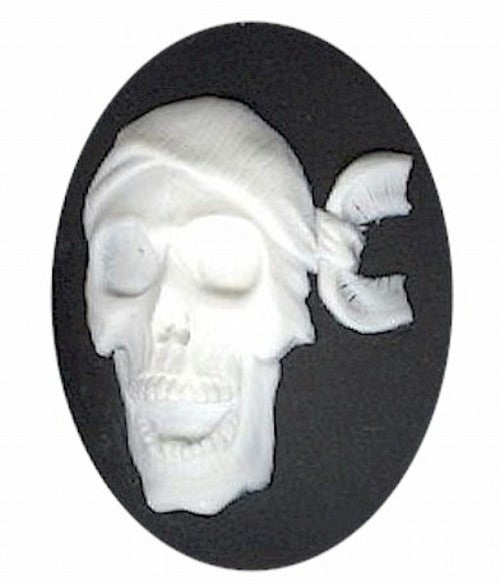 40x30mm Pirate skeleton skull with bandanna black and white resin cameo 983q