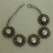 Fashion Bracelet - 5 Pearls