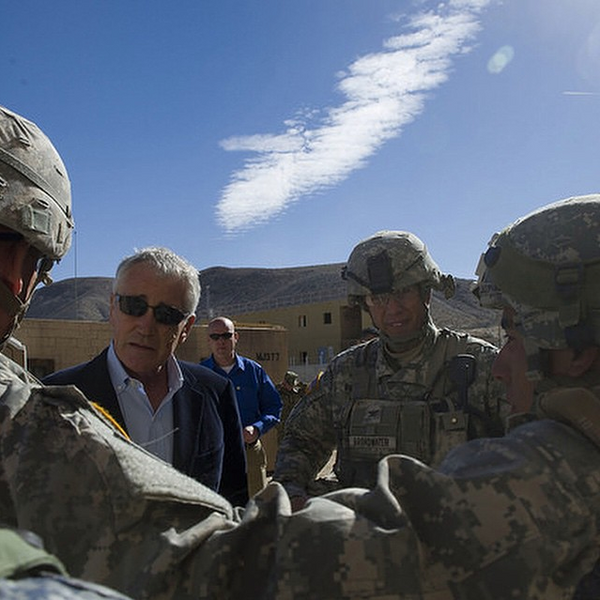 Former SecDef Chuck Hagel questions soldiers about boot selection.