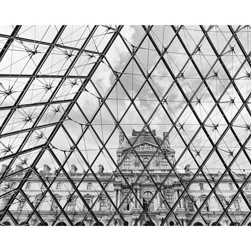 LOUVRE (Black & White)