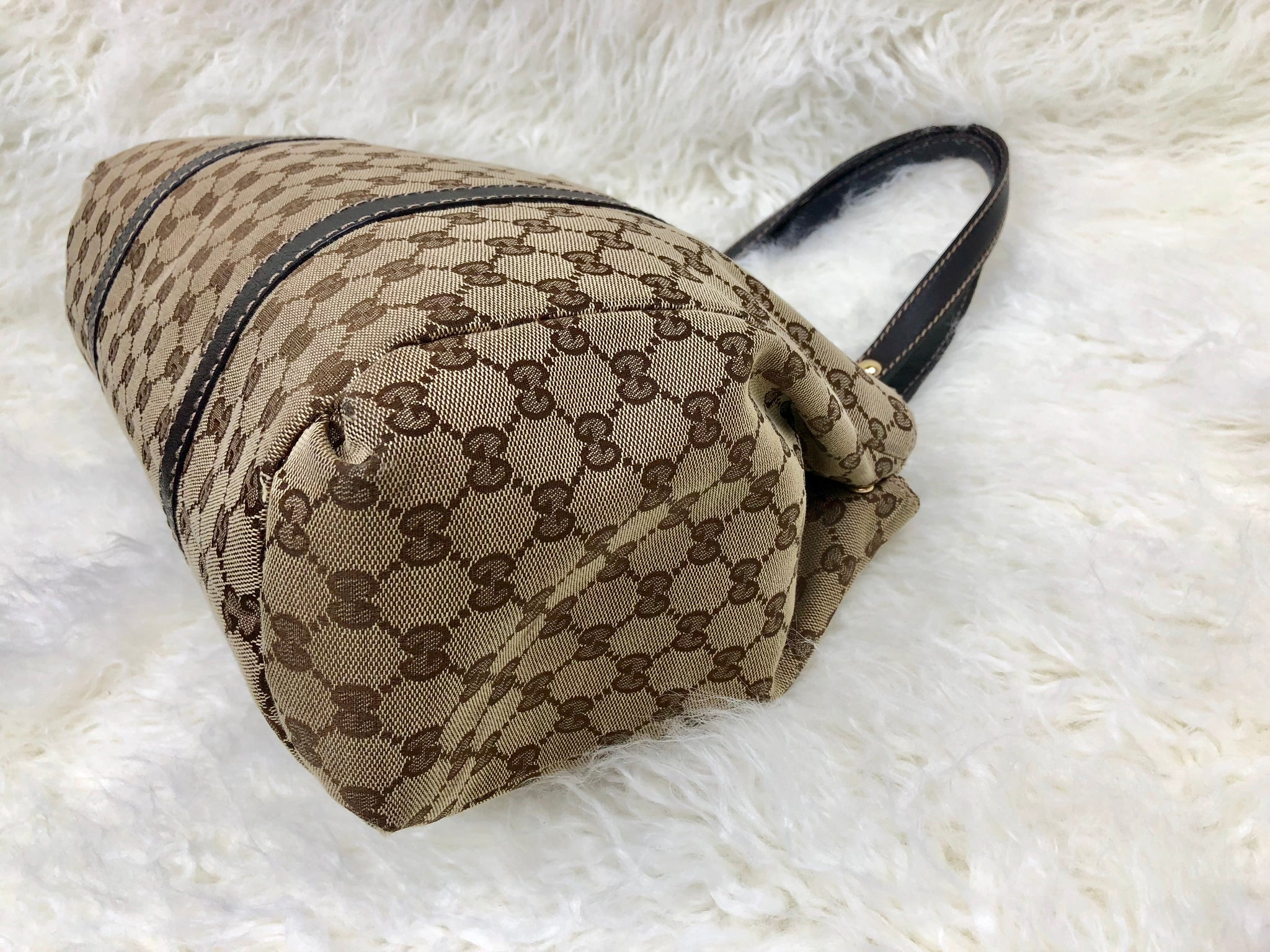 GUCCI Supreme Shoulder Bag