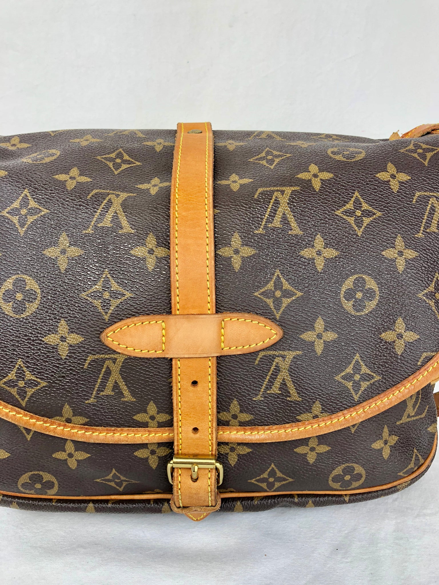 LOUIS VUITTON Monogram Saumur 30 Crossbody Bag (MB0958)