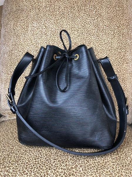 LOUIS VUITTON Black EPI Noe PM Bucket Bag