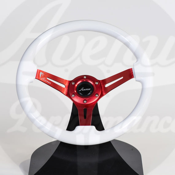 AVENUE STEERING WHEEL COSMIC WHITE / RED SPOKES (LIMITED SERIES)