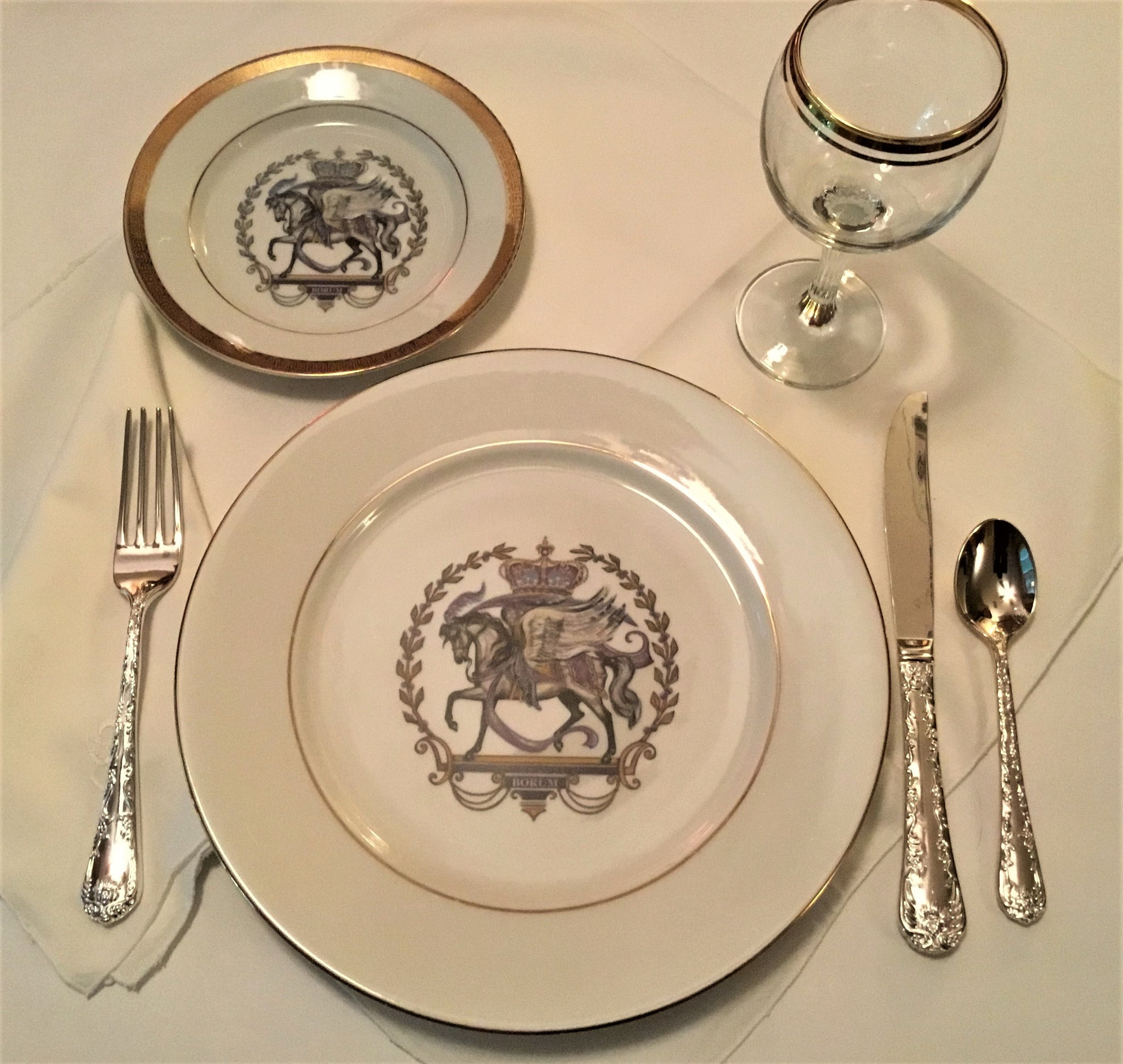 Royal Pegasus horse dinner plates gently used