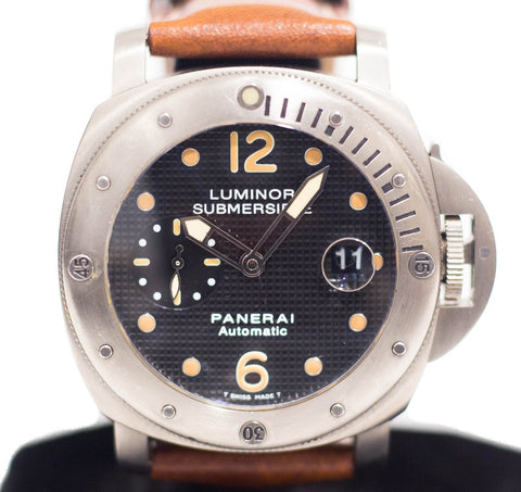 Preowned Panerai Luminor Submersible in Titanium PAM 25 F