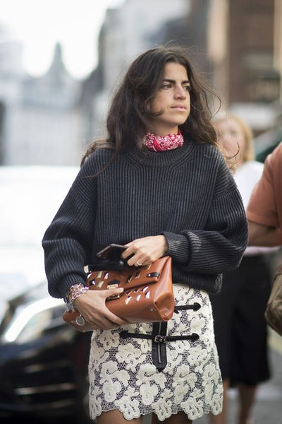 Street style scarf Leandra Medine from Man Repeller | Les Belles Heures