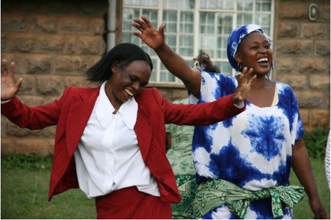 african women dancing at amani kenya