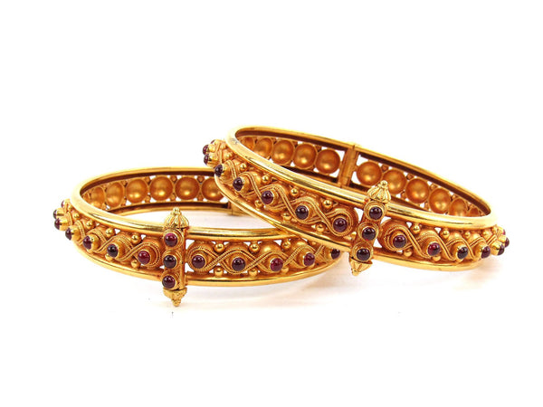 57.50g 22Kt Gold Antique Bangle Set (Sz: 5)