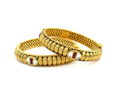 58.00g 22Kt Gold Antique Bangle Set (Sz: 5)