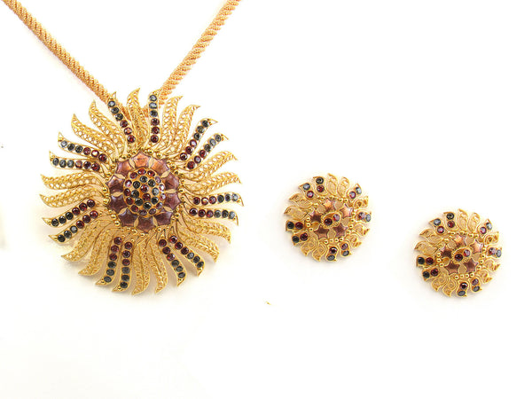 30.25g 22kt Gold Antique Pendant Set - 156
