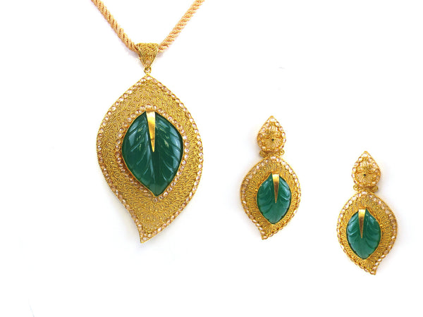 41.70g 22kt Gold Antique Pendant Set - 160