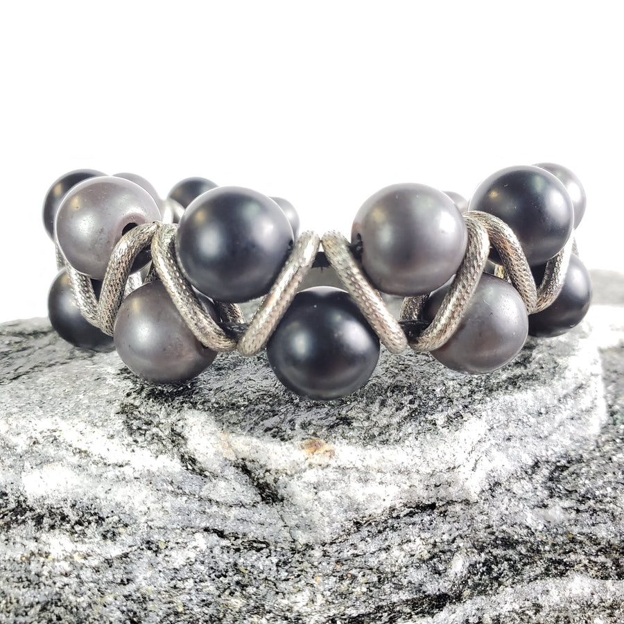 10 mm Smooth Onyx, Smooth Hematite, and Silver Accent Macramé Bracelet
