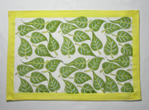 Table cloth floral pattern green,linen set,Table cloth,runner,mats,napkins.