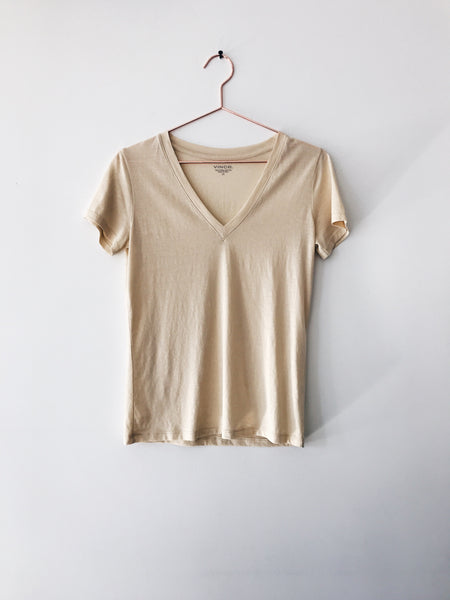 Vince - Essential V-neck, Buttercream - Therapy & EG Page