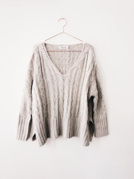 Emerson Grace - Cable knit hi-low V-Neck Sweater , SILVER - Therapy & EG Page