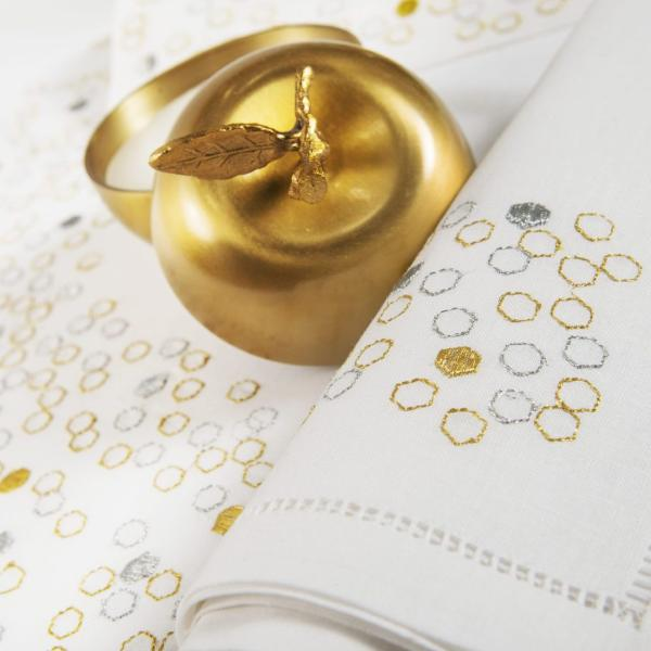 Table Linen Hand Embroidered : Nid d'Abeilles