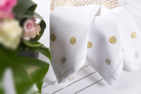 Table Linen Hand Embroidered: Labyrinth