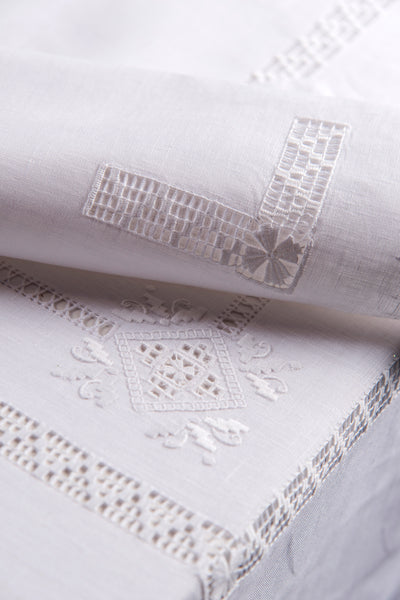 Table Linen Hand Laced: Renaissance