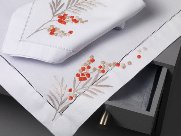 Table Linen Hand Embroidered: Arbouse