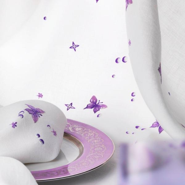 Table Linen Hand Embroidered: Magique