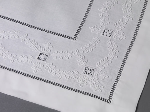 Table Linens Hand Laced & Hemstich: Trèfles
